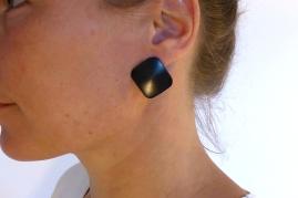 boucles-oreilles-bois-ébène-grandes-carrées-1