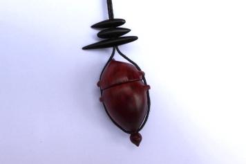 pendentif-amulette-bois-ébène-padouk-1