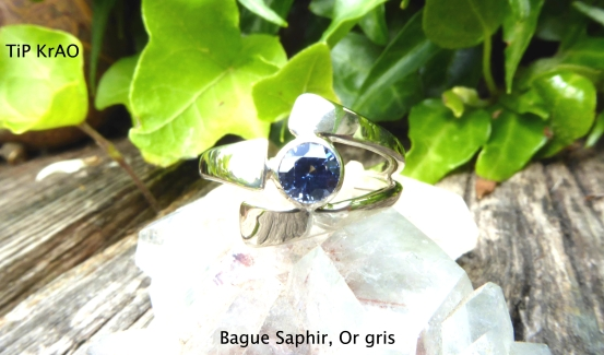 Bague Saphir, Or gris (face)