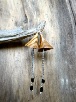 boucles d'oreille bois de zébrano, perles de tourmalines, argent 925