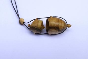 pendentif-amulette-bois-acacia-robinier-3