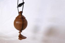 pendentif-amulette-bois-platane-ébène-3